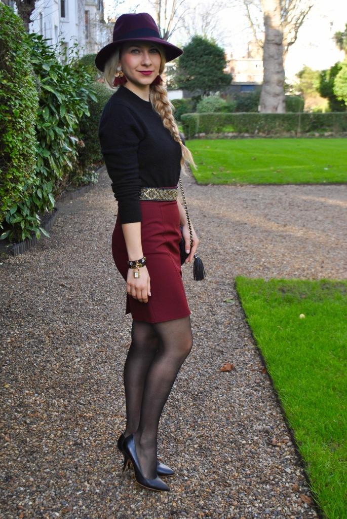 burgundy skirt outfit madamedaniel tenue jupe pourpre