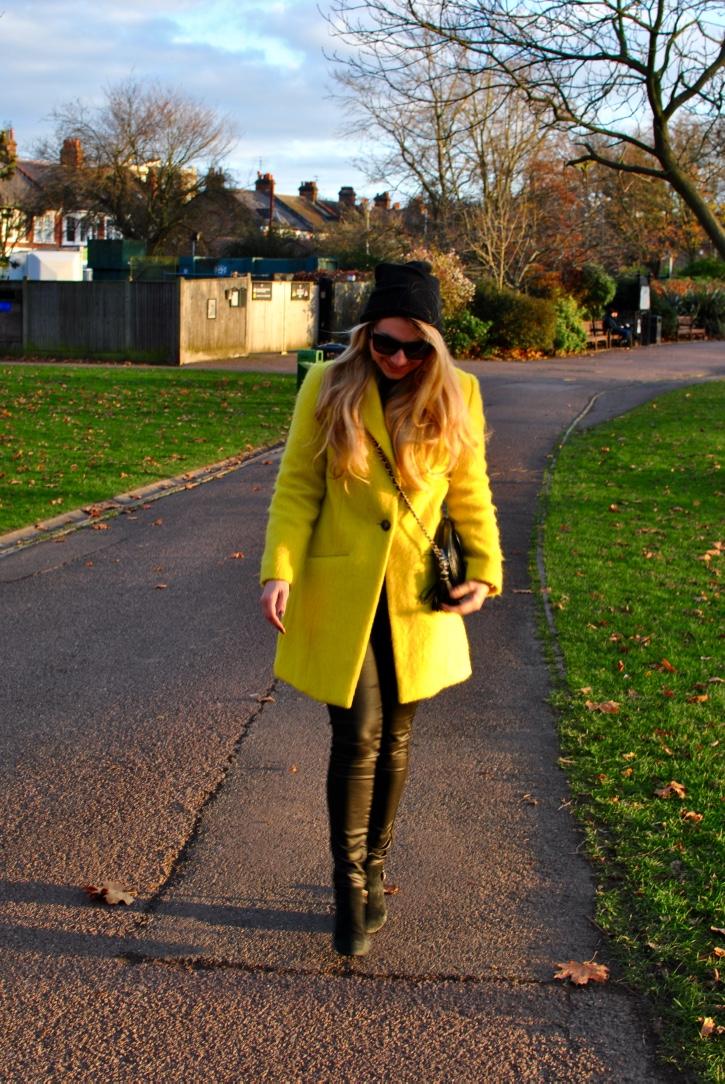 photos officielles be52e d76b3 My neon yellow coat // Mon manteau jaune stabilo – Madame Daniel