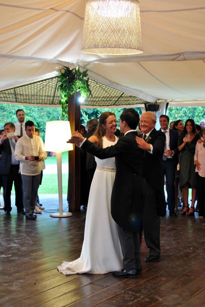Rocio y Earl mariage wedding boda madamedaniel robe jade lolita wearlemonade louis antoinette YSL clutch orange wedding guest dress santander boda