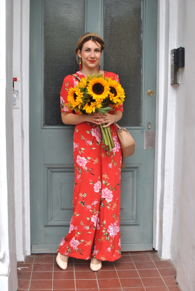 red overall madamedaniel sunflowers combinaison rouge summer look